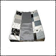 Aankleedkussenhoes-Patchwork-zwart-ruitje-zwart
