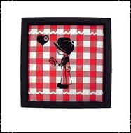 luxe-wanddecoratie-rode-ruit-en-zwarte-velours-applicatie