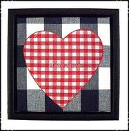 Wanddecoratie-Boerenruit-blauw-met-boerenruit-rood-hart-en-zwarte-lijst