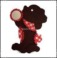 Wanddecoratie-beer-rood-aangekleed-met-spiegeltje-links