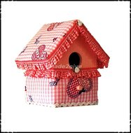 Vogelhuisje-medium-geruit-roze-stof-met-harten