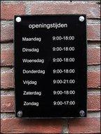 Naambord-Openingstijden