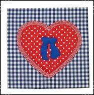 Wanddecoratie-kussend-paartje-met-hart